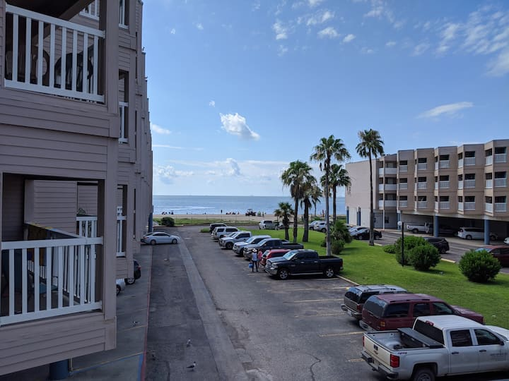 North Beach-Corpus Christi condo with beach access