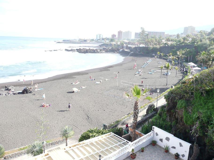 Nos muestra parte de la playa que está a 5 minutos  del estudio