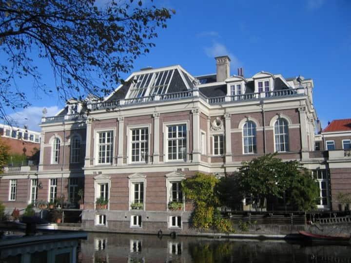 Canal Villa Apartment + Roofgarden