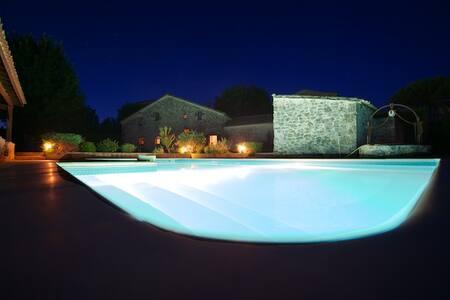 Maison en pierre et piscine privée - Paulhiac