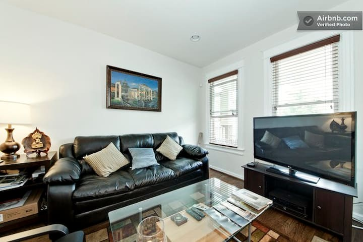 One Bedroom for Rent in Rowhouse