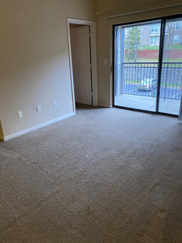 CHEAP UNFURNISHED 1BDRM APT
