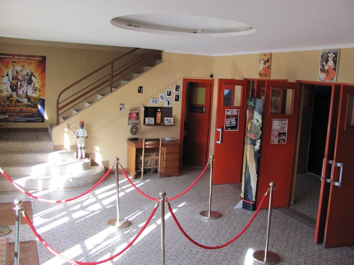 RESIDENCE THEATER