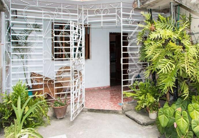 ELEO *estilo tropical* auténtica Cuba - Holguín - House