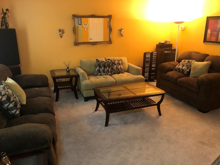 *SANITIZED* Comfortable Condo for Family & Friends