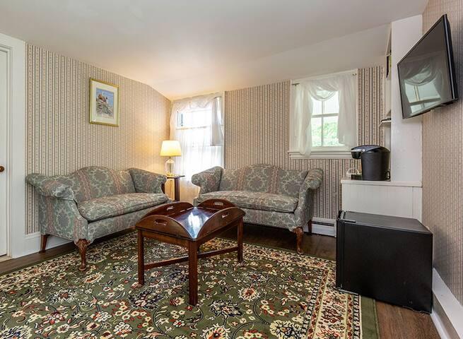 Elmhurst Inn Carriage House Eagle Lake Suite