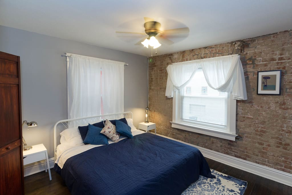 Master Bedroom - King Sized Bed (1)