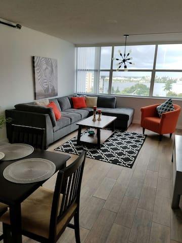 Amazing Two Bedroom View Home - North Miami Beach - Leilighet