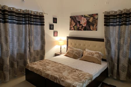 2 bedroom hall kitchen  n sofa bed-couple friendly