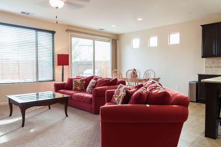 Home McG - Fresno - House