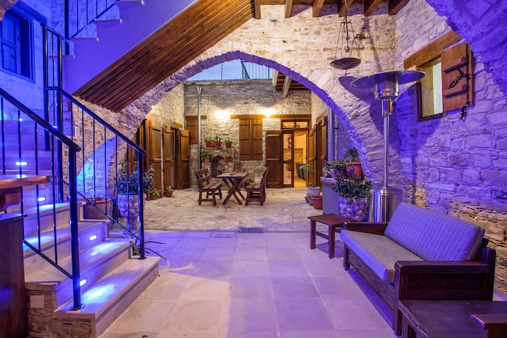 Lazaros Stonehouse (room 5)