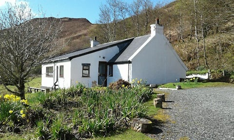 Highland cottage with sea views - Bramble Cottage