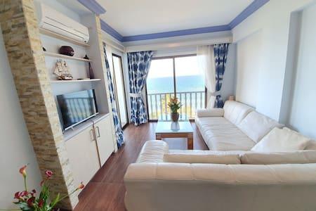 Adonis sea view apartment Zygi