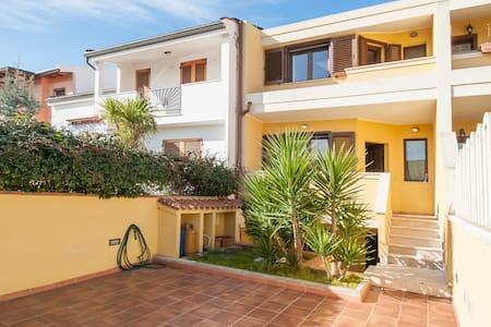Villa con 2 apartamenti e giardino - Selargius