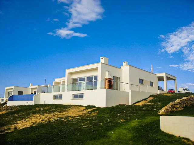 5 Bedroom Villa with Infinity Pool and Sea Views