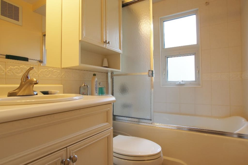 Shared 4 piece bathroom (main Floor)