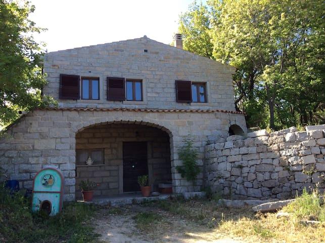 """Villa """"Boda"""" casa nel granito - Aggius - 別荘"""