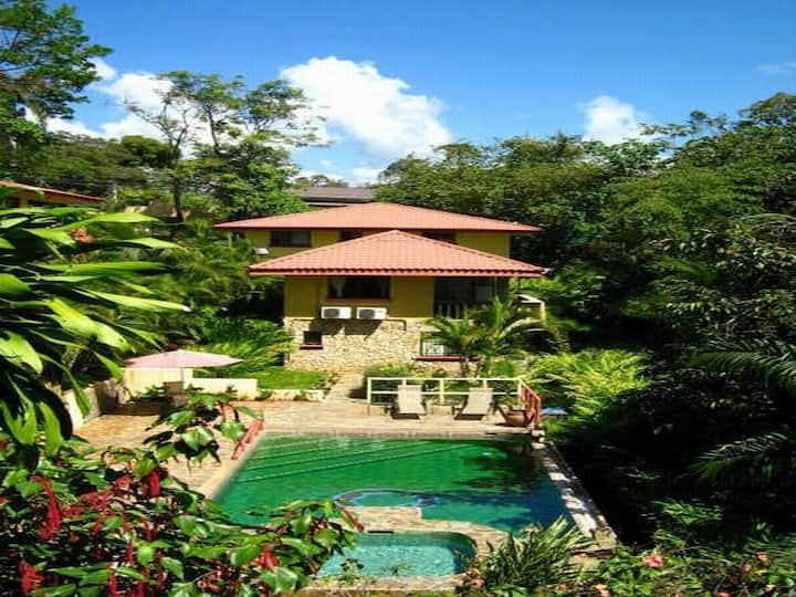 Jungle 2 unit/5 bed Condo with Shared Pool!