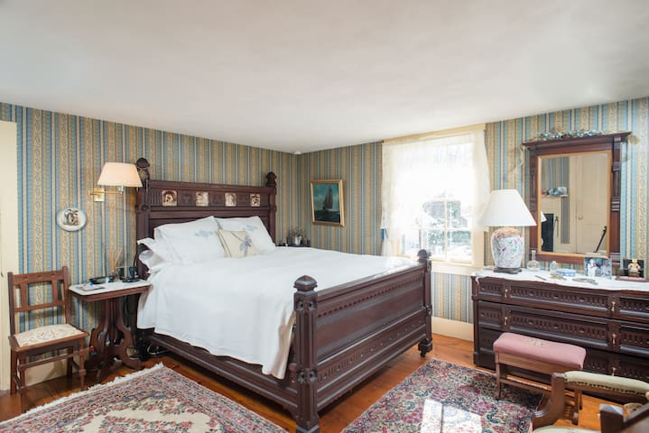 Eastlake Suite, Fletcher Tavern B&B - Westford - Bed & Breakfast