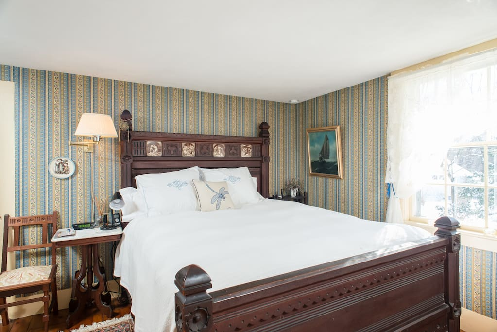 Guests have reported that the Queen sized bed is exceptionally comfortable!