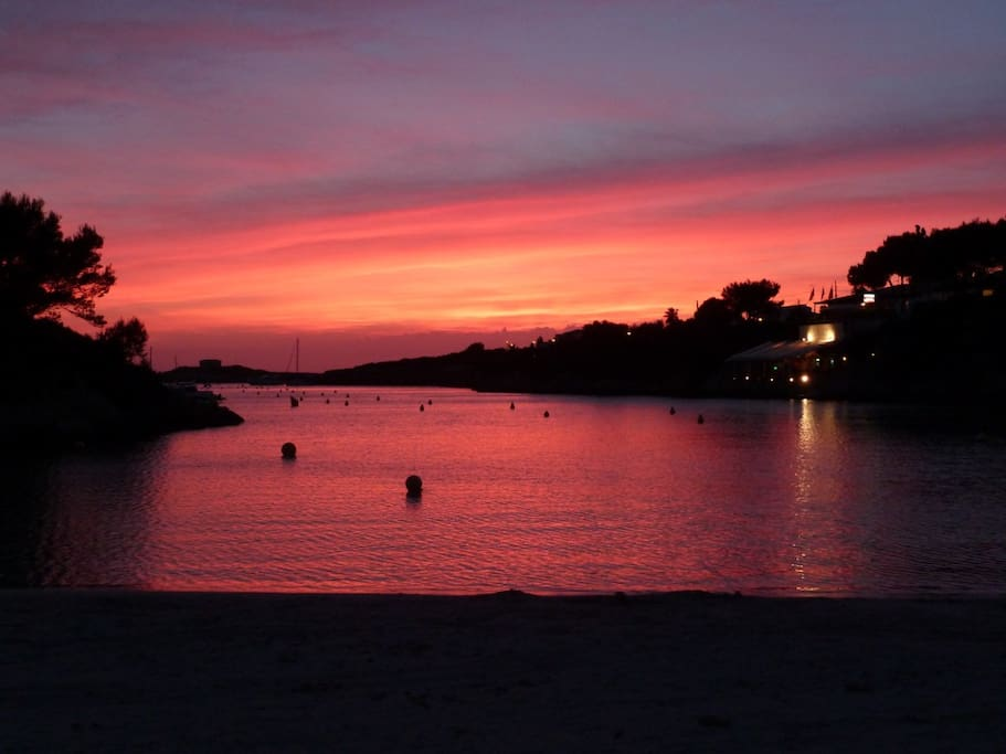 The beach close to the house, Cala Santandria, is 150 meters from the house ! Beautiful sunsets, delicious with a drink or dinner in the little cafés and restaurants in the cliff !