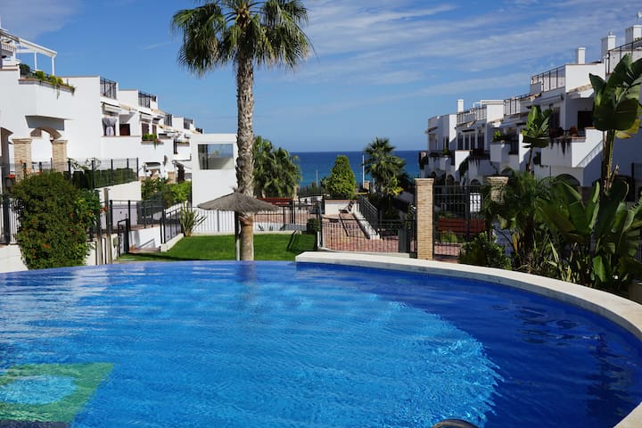 Townhous, 150 meters from the beach