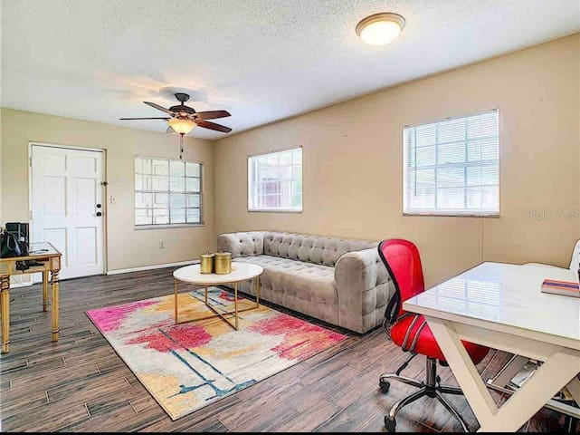 Cozy stay in the heart of Bayshore