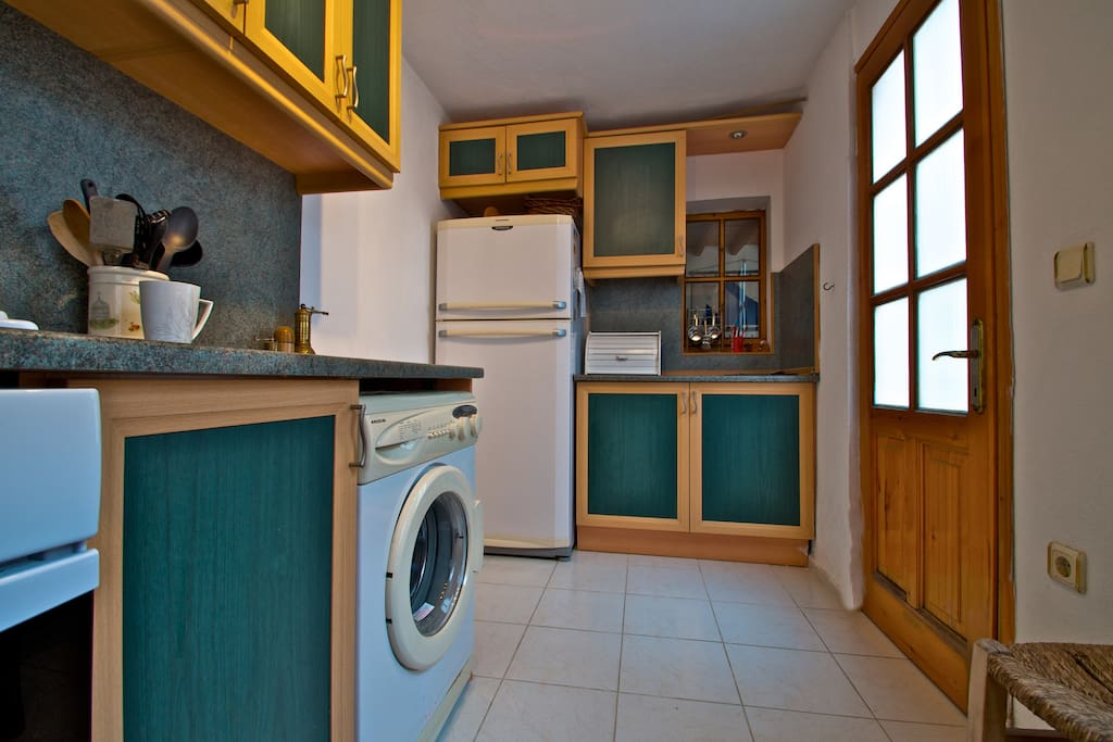 Kitchen with gas hobs, electric oven and washing machine