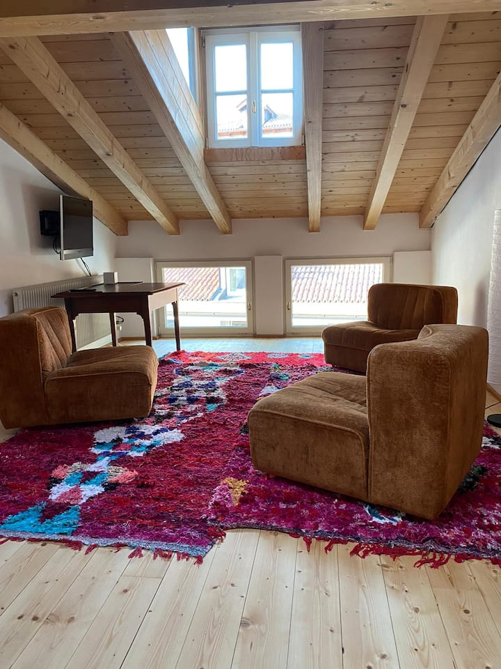 "Tasteful Design Apartment in the Heart of South Tyrol - ""MONIK Goldenstern Residence"" with TV & Wi-Fi"