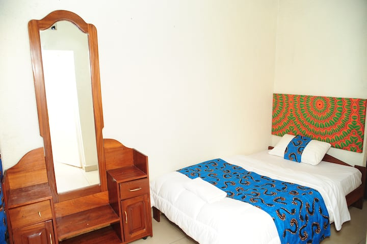 MUHAZI ROOM (Single bed)