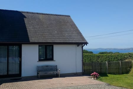 Cowslip Corner:  BnB Sea views Sunsets, Own garden