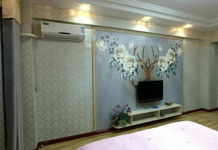 张掖甘泉公园旁欧式街一家人面馆整套个性大床房