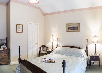 Moate Lodge 18th century farm house - Athy - Bed & Breakfast