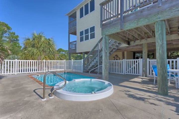 Private Pool, 4 Bedroom Home Steps from Beach, Pet Friendly Screened Porch ~ Yellow Bird