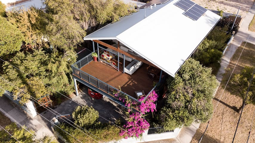 Fremantle Arty-Eco Home with Park views