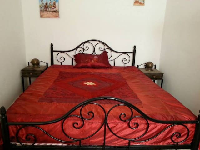 Double bed room in guest house - Tamraght - Bed & Breakfast