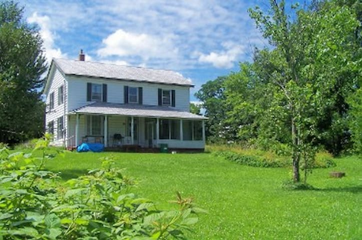 Private Double Room on the Farm - Gagetown - Casa