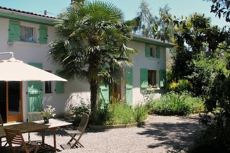 Lovely cottage-style B&B  - Lorp-Sentaraille
