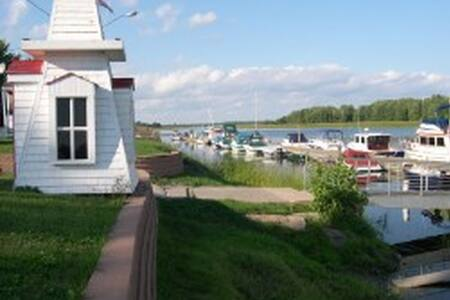 Private Room on the Farm (sleeps 6) - Gagetown