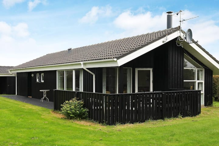 Fancy Holiday Home in Hjørring with Sauna