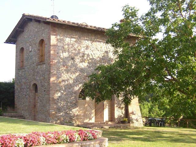 Casa indipendente tra le verdi colline senesi - Sovicille - Huis