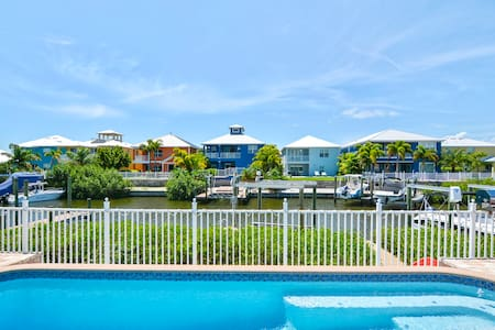 Updated Waterfront Tampa Home - Apollo Beach