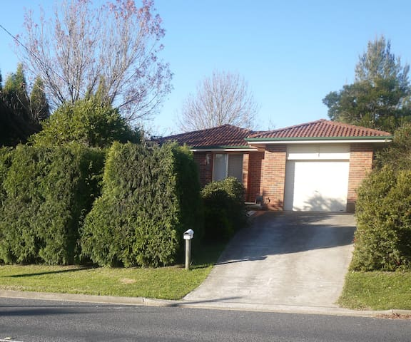 Laid Back Southern Highlands - Moss Vale - House