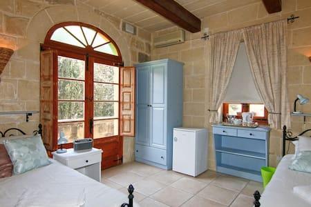 Lisa's Farmhouse,' Blue Room', Kercem, Gozo,Malta - Ta' Kerċem