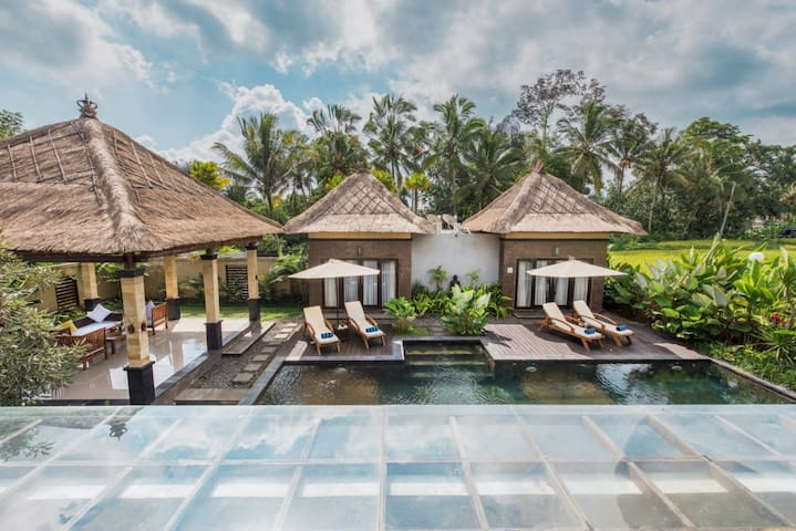 Villa Cendrawasih A Private 4-Bedroom with Pool
