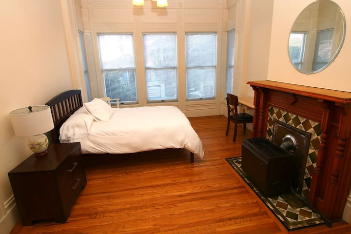 Charming Edwardian Studio in the Mission