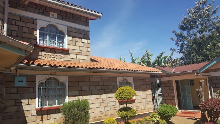 7 bedroom bungalow in Meru 200m from the highway