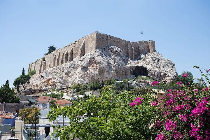 A lovely and spacious apartment near Acropolis