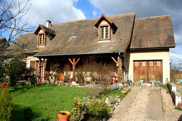 3 Belles chambres 10min de Giverny - Jeufosse - บ้าน