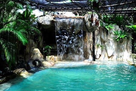 Bohemian paradise Holistic retreat - Kuching